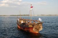 В Волгоград прибыл парусник, построенный по чертежам 17 века