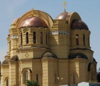 Храм украсился куполами