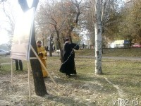 Место установки скульптурной композиции освятил настоятель Храма Иоанна Предтечи, отец Олег Кириченко