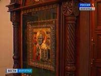 Храму Всех Святых подарили киот для иконы Николая Чудотворца