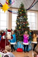 """11-й год подряд храм Иоанна Богослова собственными силами устраивает городскую """"Рождественскую ёлку"""" для детей дошкольного и младшего школьного возраста, тесно сотрудничая при этом с Дворцом творчества детей и молодёжи (ДТДМ)"""