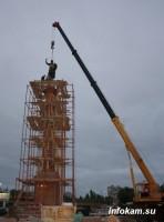 Скульптура небесному покровителю Камышина водружена на колонну