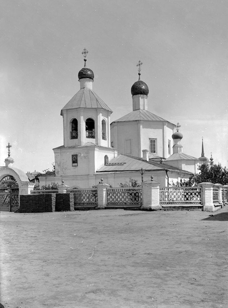 Этот храм, строившийся по проекту ди гримма, возводился на средства известного царицынского купца