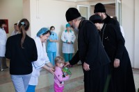Епископ Иоанн посетил детскую больницу