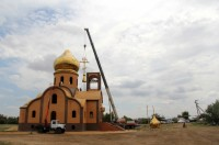 На храм в Волгоградской области установили купол