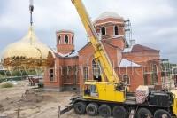 В Волжском на храме установили новые купола