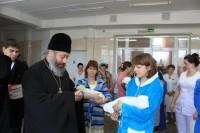 Епископ Иоанн посетил городской родильный дом