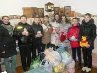 Учащиеся передали благотворительную помощь