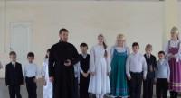 Ученики воскресной школы поздравили военных