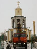Установка купола и креста на колокольню