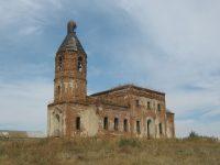 Церковь архистратига Михаила с каждым годом рушится все больше и больше