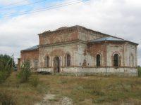 В храме Архангела Михаила порой еще проходят службы